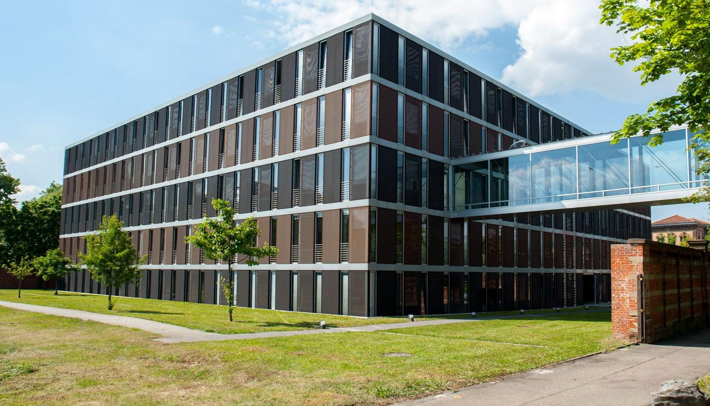 Erweiterungsbau Hindenburgstr. 30 mit Laufsteg zum Kreishaus 20150521_Landratsamt_44_Druck.jpg
