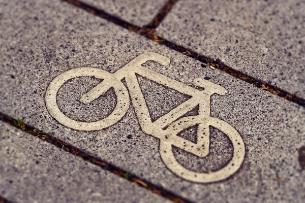 "[Translated to ""Englisch"" by ""deepL""] Cycle path / Picture: Pixabay"
