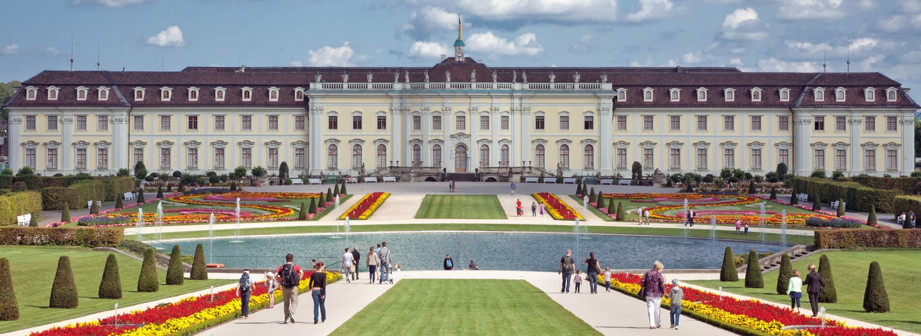 Südgarten mit Südflügel des Schlosses header-barock.jpg