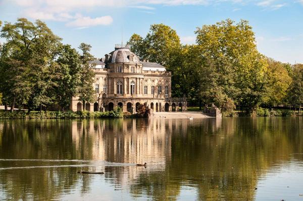Schloss Monrepos am See